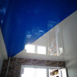 натяжной потолок со спайкой полотен фото